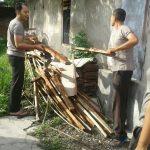 Kapolsek Kasembon Bersama Anggota Polres Batu Bersama Sama Membersihkan Mako Guna Tingkatkan Kebersihan Mako
