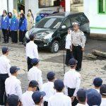 Ajak Pelajar Tertib Berlalu lintas, KBO Satlantas Polres Batu Pimpin Upacara Di Sekolah SMP