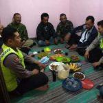 Anggota Binmas Polsek Junrejo Polres Batu Hadiri Arisan Linmas di Desa Binaan