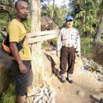 Anggota Kanit Provos Polsek Kasembon Polres Batu Bersama Mantri Pemangku Hutan Laksanakan Patroli Wisata Bareng