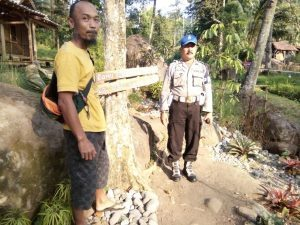 Anggota Kanit Provos Polsek Kasembon Polres Batu Giatkan Patroli Wisata