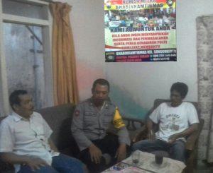 Anggota Bhabinkamtibmas Polsek Batu Kota Polres Batu Sambang Ke Rumah Mitra Bhabin
