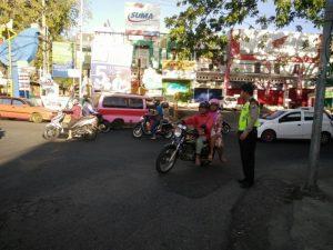 Polsek Batu Polres Batu Lakukan Giat Poros Pagi di Simpang 4 Paru Guna Berikan Pelayanan Prima