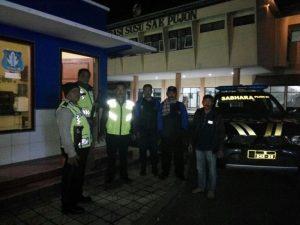 Kapolsek Pujon Polres Batu  Bersama Anggota Giatkan Patroli Malam Tingkatkan Keamanan Wilayah