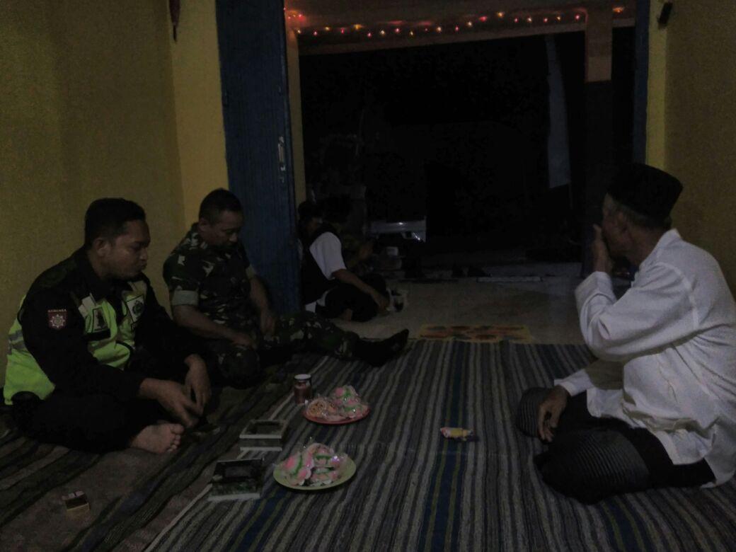 Bhabinkamtibmas Polsek Kasembon Polres Batu Bersama Babinsa Sambang TOMAS