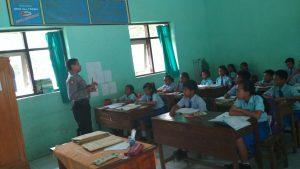 Anggota Bhabinkamtibmas Polsek Ngantang Polres Batu Melaksanakan Kegiatan Kunjungan Binluh Narkoba di SDN 01 Mulyorejo