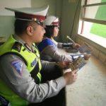 Untuk Menjaga Situasi Lalulintas Wilayah Aman Dan Lancar, Satlantas Polres Batu Public address Binluh Tertib berlalu lintas Di Wilayah Polres Batu