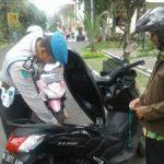 Anggota Provos Polres Batu Laksanakan pengecengan barang Bawaan Tamu