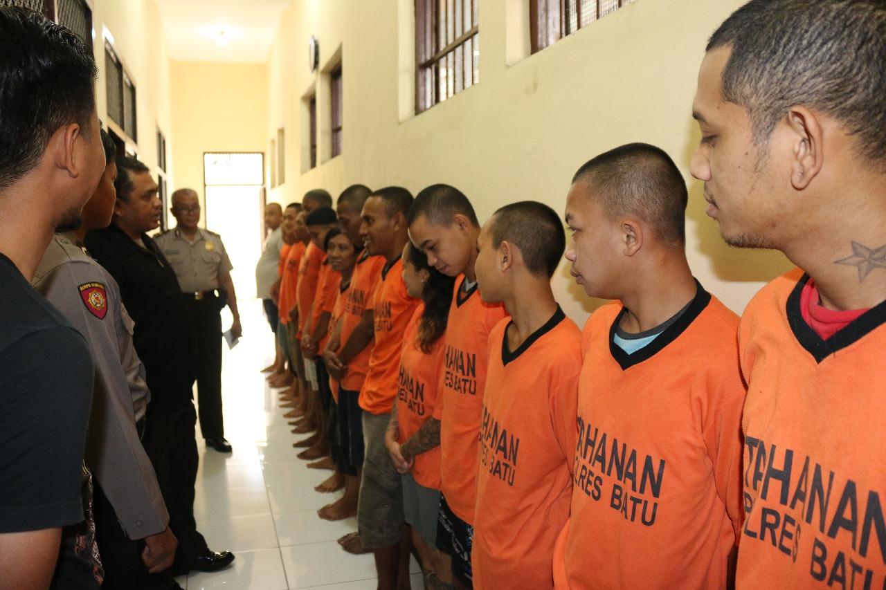 Tingkatkan Keamanan Mako, Piket Padal Polres Batu Cek Tahanan