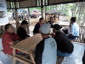 Untuk Meningkatkan Sinergitas, Anggota Bhabinkamtibmas Polsek Batu Polres Batu Ajak Warga Coffee Morning