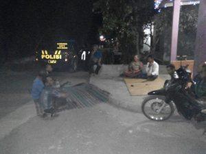 Anggota Polsek Kasembon Polres Batu Patroli Sambang Pos Kamling Untuk Meningkatkan Keamanan Wilayah hukum