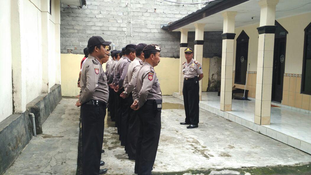 Tingkatkan Kedisiplinan semua Anggota Polsek Ngantang Polres Batu Melaksanakan apel pagi