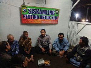 Bhabin Polsek Batu Polres Batu Menghadiri Kirab Tumpeng Warga Songgoriti Bersih Desa Kel Songgokerto ke 186 thn 2017