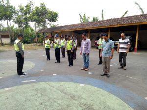 Anggota Polsek Pujon Polres Batu Giatkan Apel Pagi Rutin Di Halaman Mapolsek