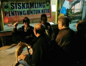 Anggota Polsek Batu Polres Batu Giatkan Sambang Binluh Kepada Anggota Ronda Malam