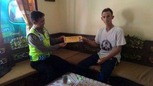 Anggota Polsek Batu Kota Polres Batu Melaksanakan Kunjungan Berikan Pesan Kamtibmas Berupa Himbauan