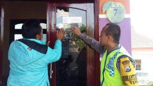 """Bhabinkamtibmas Polsek Batu Polres Batu Berikan Striker""""SI COMAS""""(Polisi Konco Masyarakat)"""