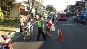 Berikan Pelayanan Kepada Masyarakat Di Pagi Hari,  Polsek Bumiaji Polres Bau  Giatkan Poros Pagi