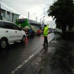 Giat DDS ANggota Bhbinkamtibmas Keurahan Ngaglik Polsek Batu Kota Polres Batu Jalin Kedekatan Kelompok Masyarakat Pedagang Penjual Bubur