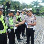 Kasatlantas Polres Batu Berikan Reward Anggota Yang Rajin Dalam Pelaksanaan Giat Guna Tingkatkan Kinerja