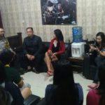Giatkan Perangi Narkoba, anggota Bhabinkamtibmas Songgokerto Polsek Batu Polres Batu Berikan Binluh Karyawan Karaoke