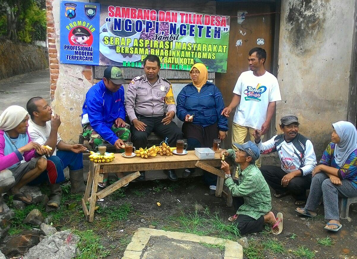 SAMBANG DAN TILIK DESA, BHABINKAMTIBMAS SONGGOKERTO POLSEK BATU POLRES BATU SERAP ASPIRASI MASYARAKAT