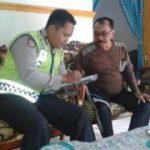 Anggota Bhabinkamtibmas Pulosari Polsek Kasembon Polres Batu Sambang Tokoh Masyarakat Dan Petani
