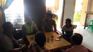Anggota Bhabinkamtibmas Polsek Batu Kota Polres Batu Kunjungan Warga Kel Temas