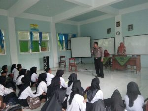 Perangi Narkoba, Bhabinkamtibmas Polsek Ngantang Polres Batu Binluh Pelajar