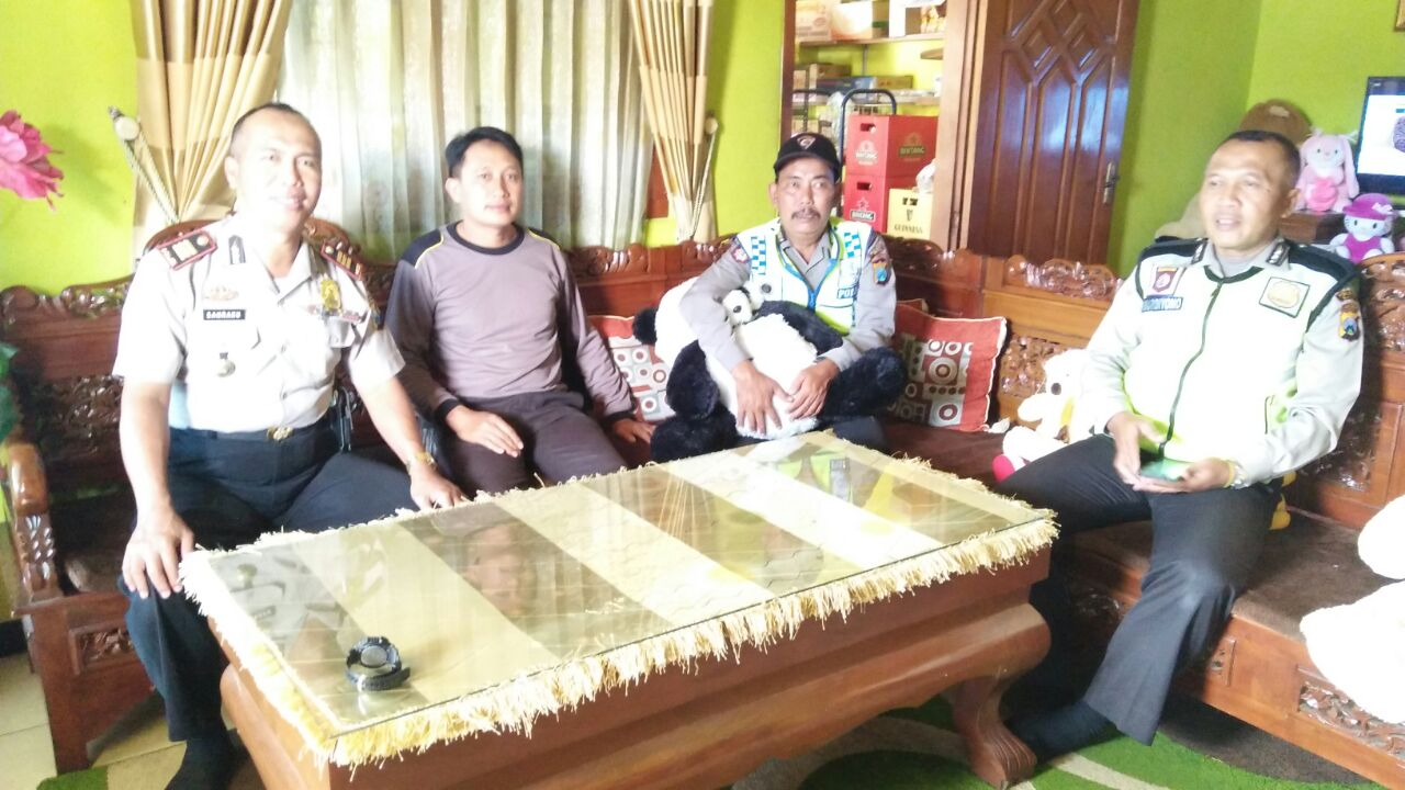Kapolsek Ngantang Polres Batu Tingkatkan Kegiatan Patroli Dialogis Tomas Sidodadi Untuk Menjaga Kamtibmas Kondusif