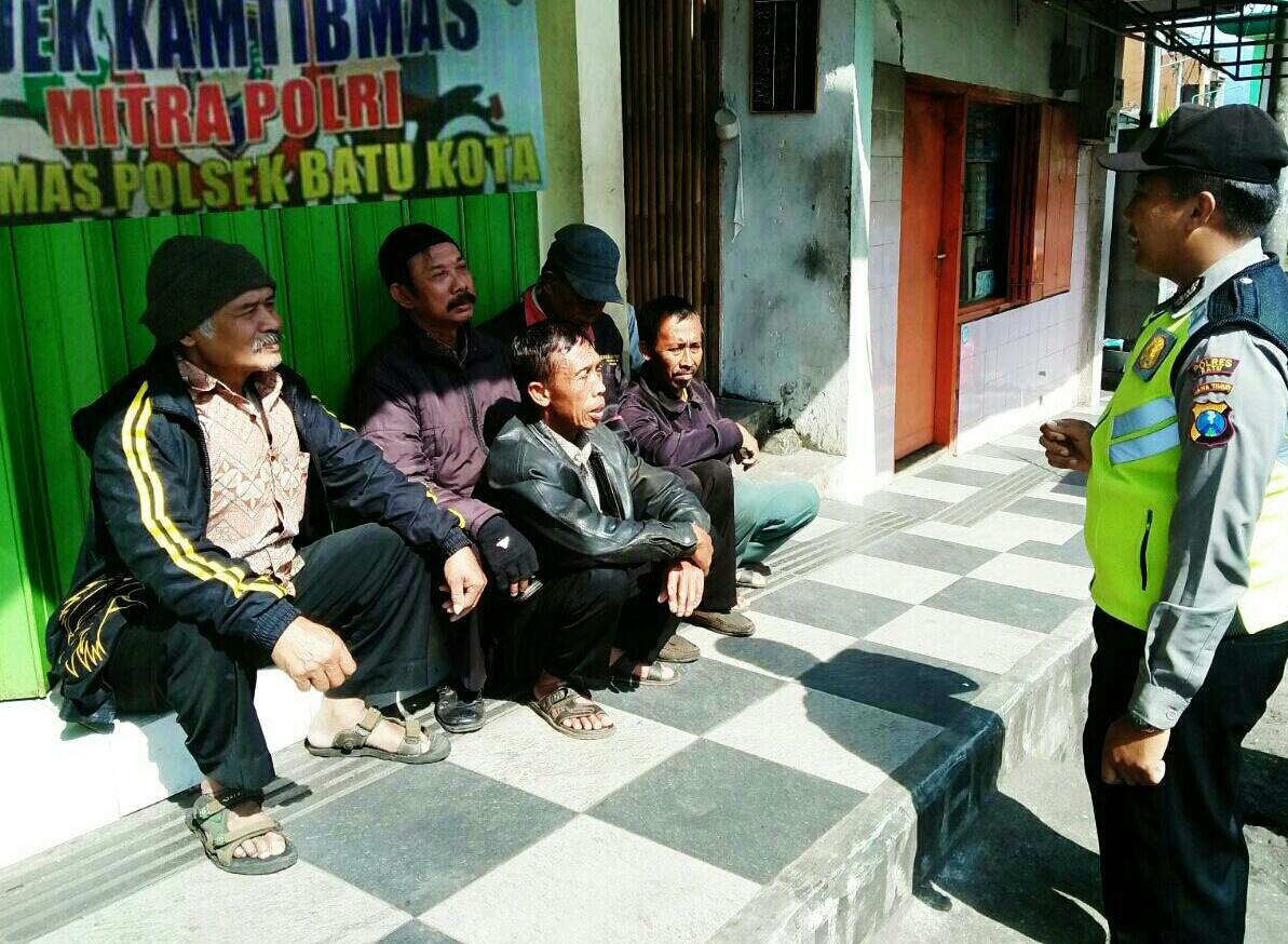 Sambang, Anggota Polsek Batu Polres Batu Binluh Pada Ojek Mitra Bhabin