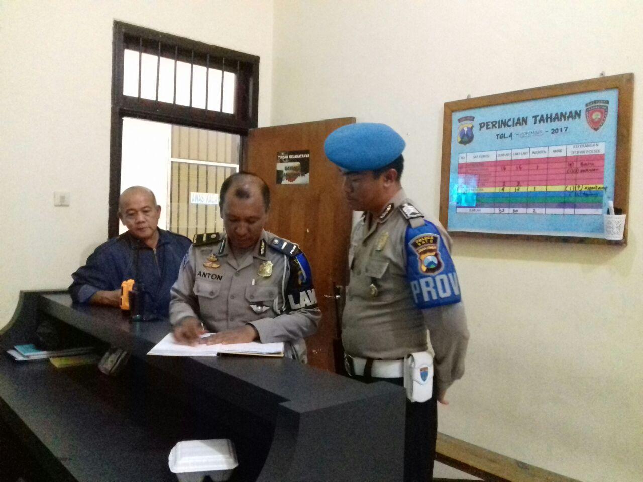 Perwira Pengendali Dan Sipropam Polres Batu Kontrol Tahanan