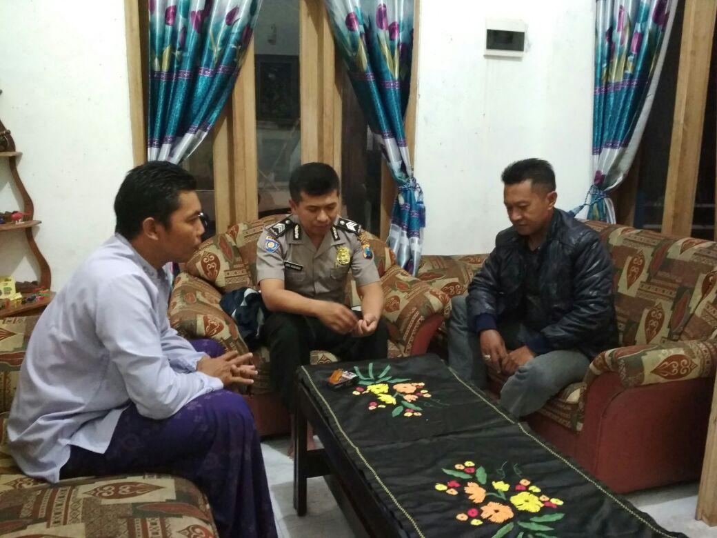 Jaga Kamtibmas, Bhabin Pendem Polsek Junrejo Polres Batu Patroli Tatap Muka Dengan Tokoh Masyarakat