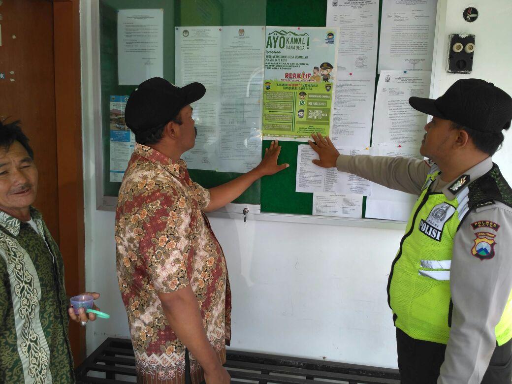Patroli Sambang, Anggota Polsek Batu Polres Batu Binluh Berikan Himbauan Kamtibmas Untuk Menjaga Wilayah Aman Dan Nyaman