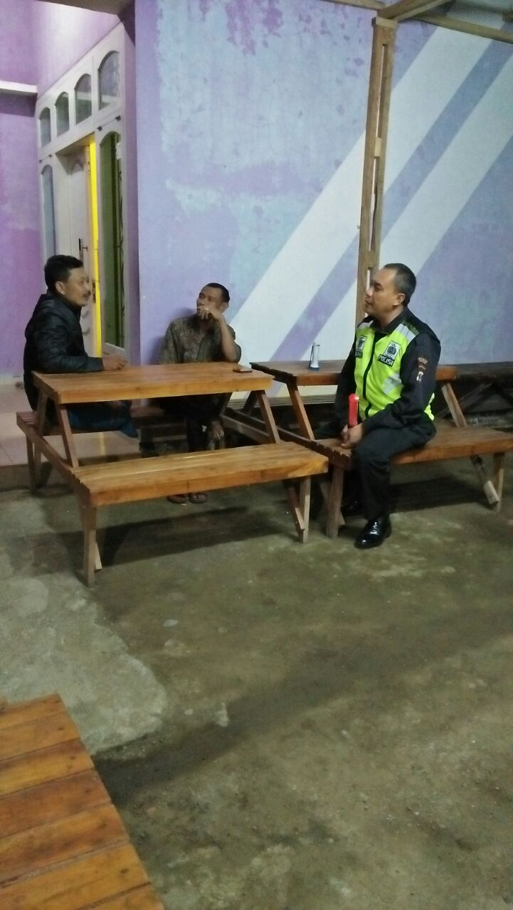 Patroli Tatap Muka, Anggota Polsek Ngantang Polres Batu Hadir di Tengah – Tengah Masyarakat Binaanya
