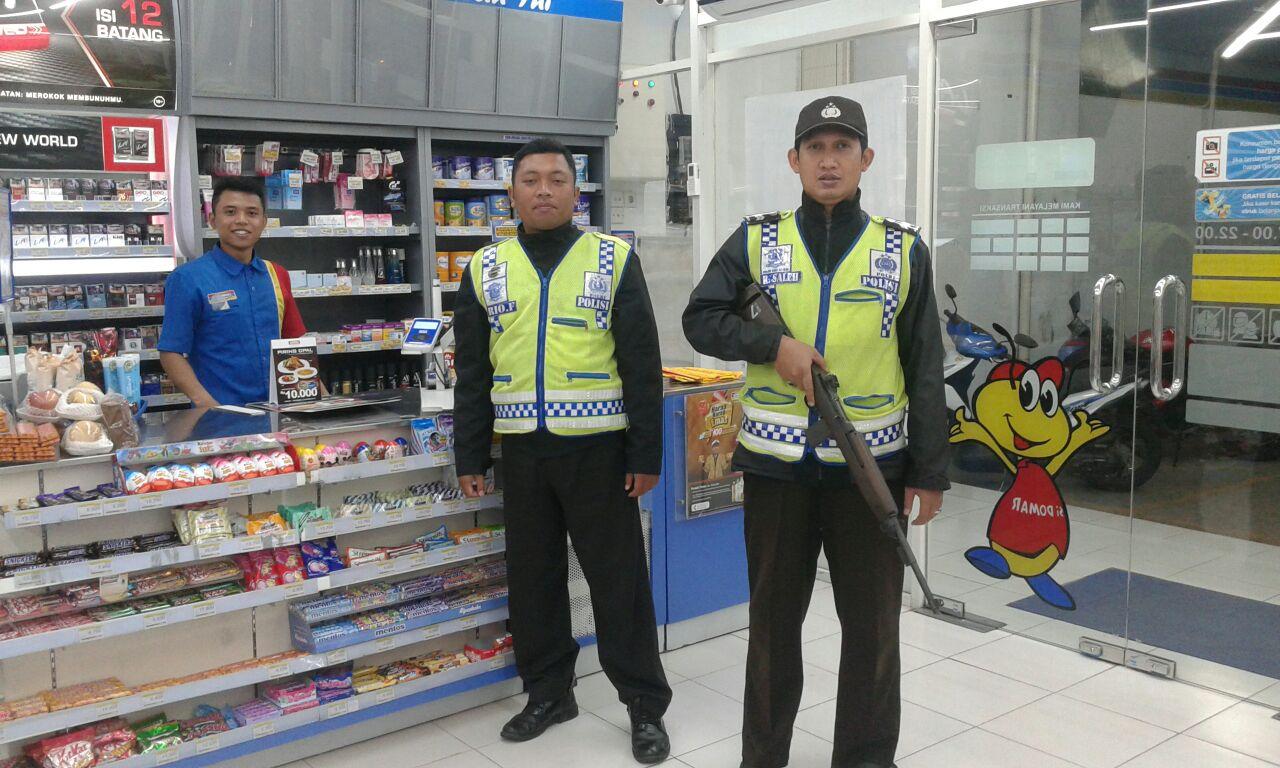 Anggota Bhabinkamtibmas Polsek Pujon Polres Batu Giatkan Patroli Tingkatkan Keamanan Kamtibmas Sambut Awal Tahun