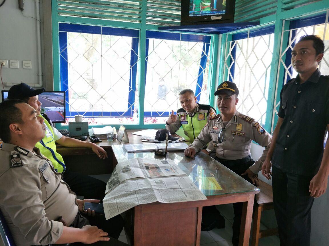 Patroli Sambang, Kapolsek Ngantang Polres Batu Bersama Anggota Giatkan Tatap Muka Dengan Satpam Penjaga Taman Wisata Selorejo