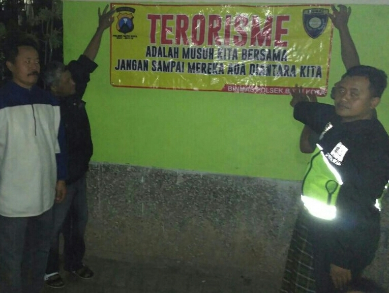 Polsek Batu Kota Polres Batu Melaksanakan Patroli Ke Pos FKPM Desa Sidomulyo