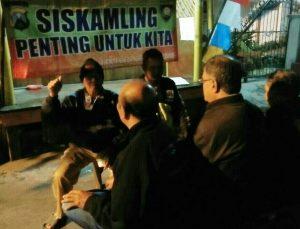 Bhabinkamtibmas Polsek Batu Polres Batu Lakukan Binluh ke Anggota Ronda Malam Guna Sampaikan Pesan Kamtibmas