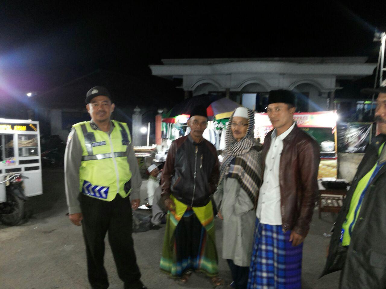 Anggota Bhabinkamtibmas Polsek Pujon Polres Batu Giatkan Pengamanan Pengajian Riyadlul Jannah Guna Berikan Rasa Aman Dan Kondusif