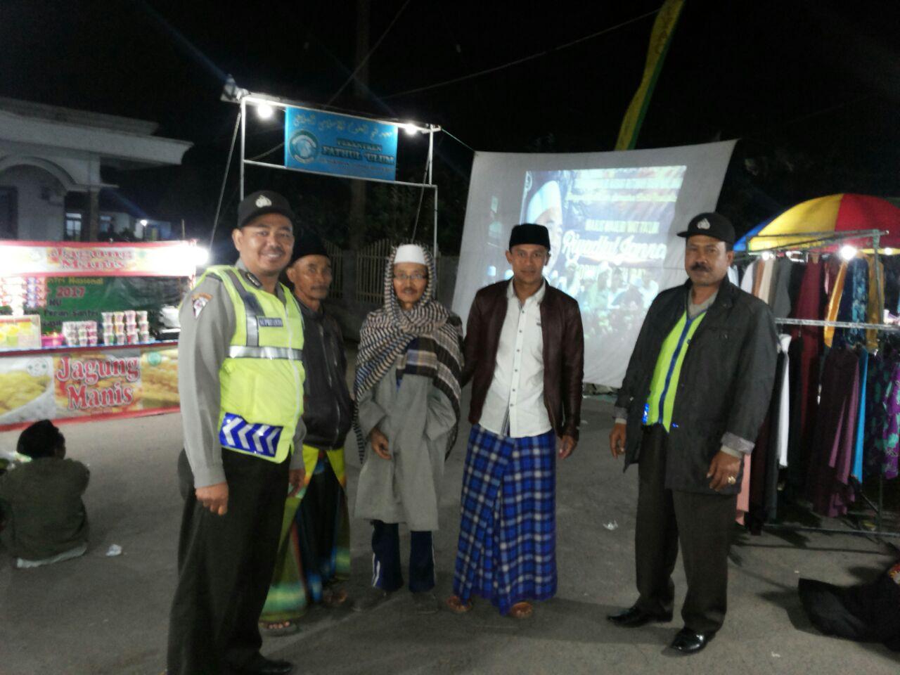 Patroli Keamanan, Anggota Polsek Pujon Polres Batu Giatkan Pengamanan Pengajian Riyadlul Jannah Di Wilayah Binaan