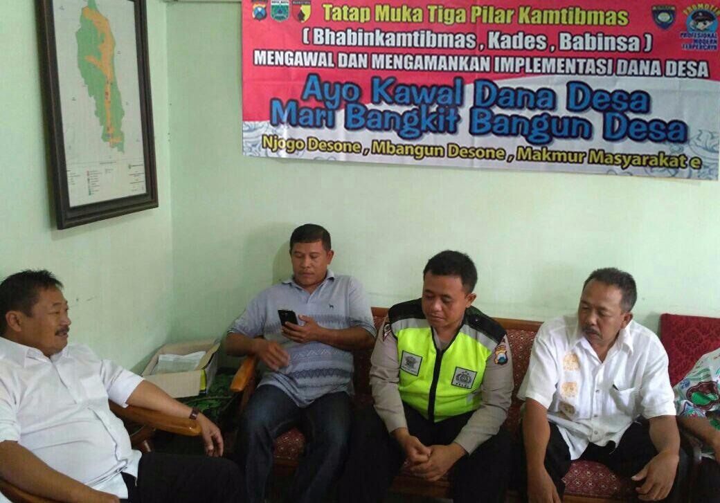 Anggota Polsek Batu Kota Polres Batu Melaksanakan Tatap Muka Bersama 3 Pilar Lakukan Pendampingan Dana Desa (DD)