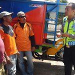 Polsek Batu Polres Batu Sambang Dialogis Ke Bengkel Pembuatan Gerobak Sampah di Wilayahnya