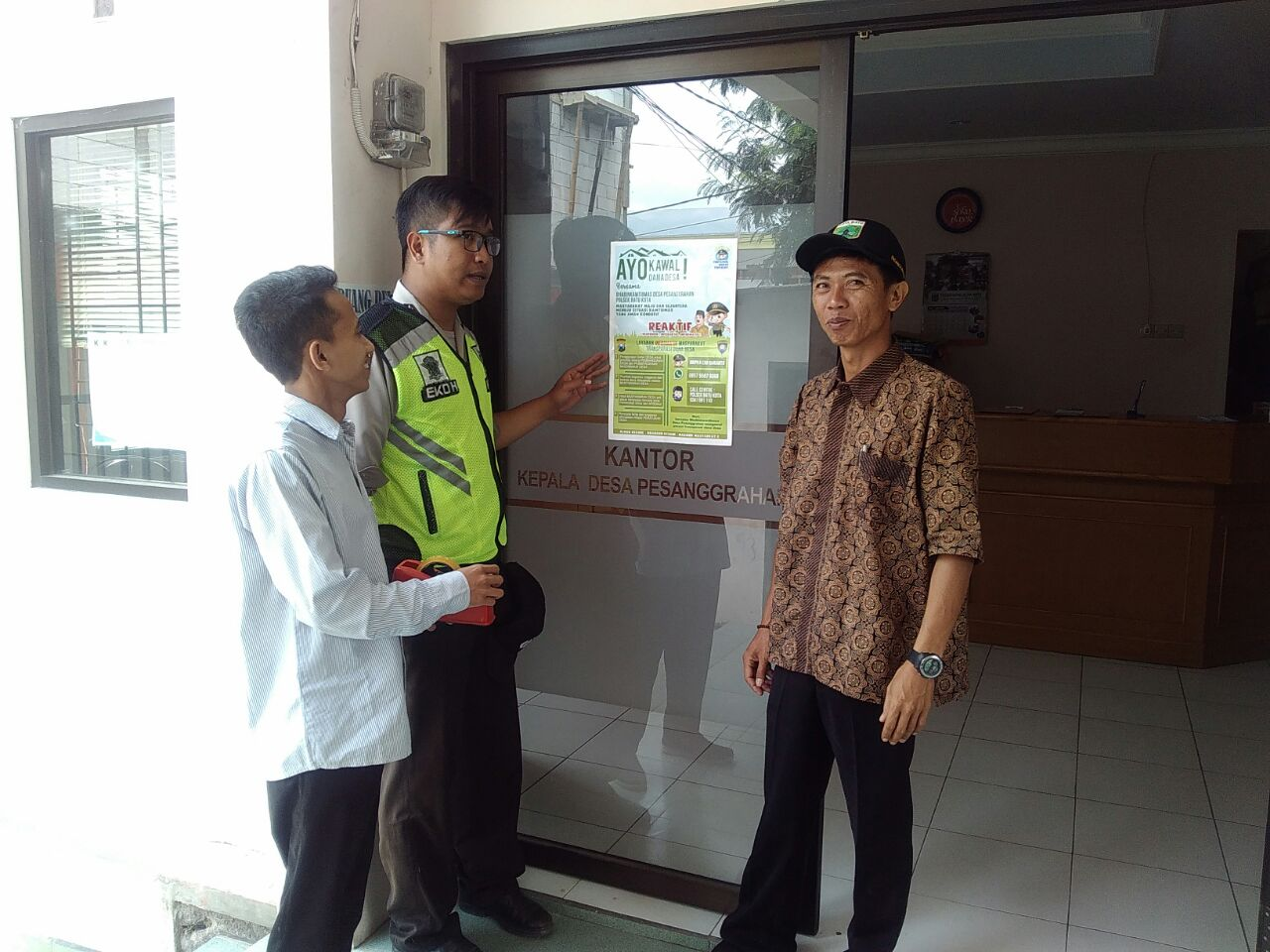 Anggota Bhabinkamtibmas Polsek Batu Kota Polres Batu Buka Call Center 110 Pelayanan Informatif Polres