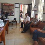 Kapolsek Bumiaji Polres Batu Berikan Asistensi Penyerapan Anggaran di Kantor Desa Pandanrejo Kecamatan Bumiaji