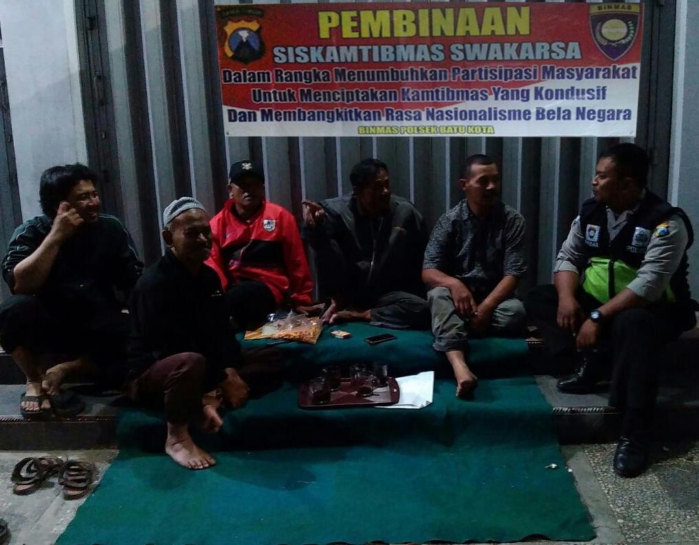 Antisipasi Tindak Pidana, Kanit Binmas Polsek Batu Kota Polres Batu Patroli Pembinaan Siskamtibmas Swakarsa