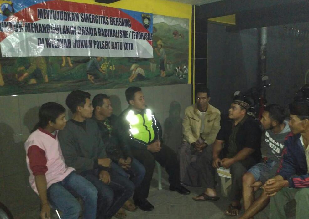 Bhabin Desa Sidomulyo Polsek Batu Polres Batu Tatap Muka Dengan Toga Tomas Dan Berikan Binluh Bahaya Paham Radikalisme