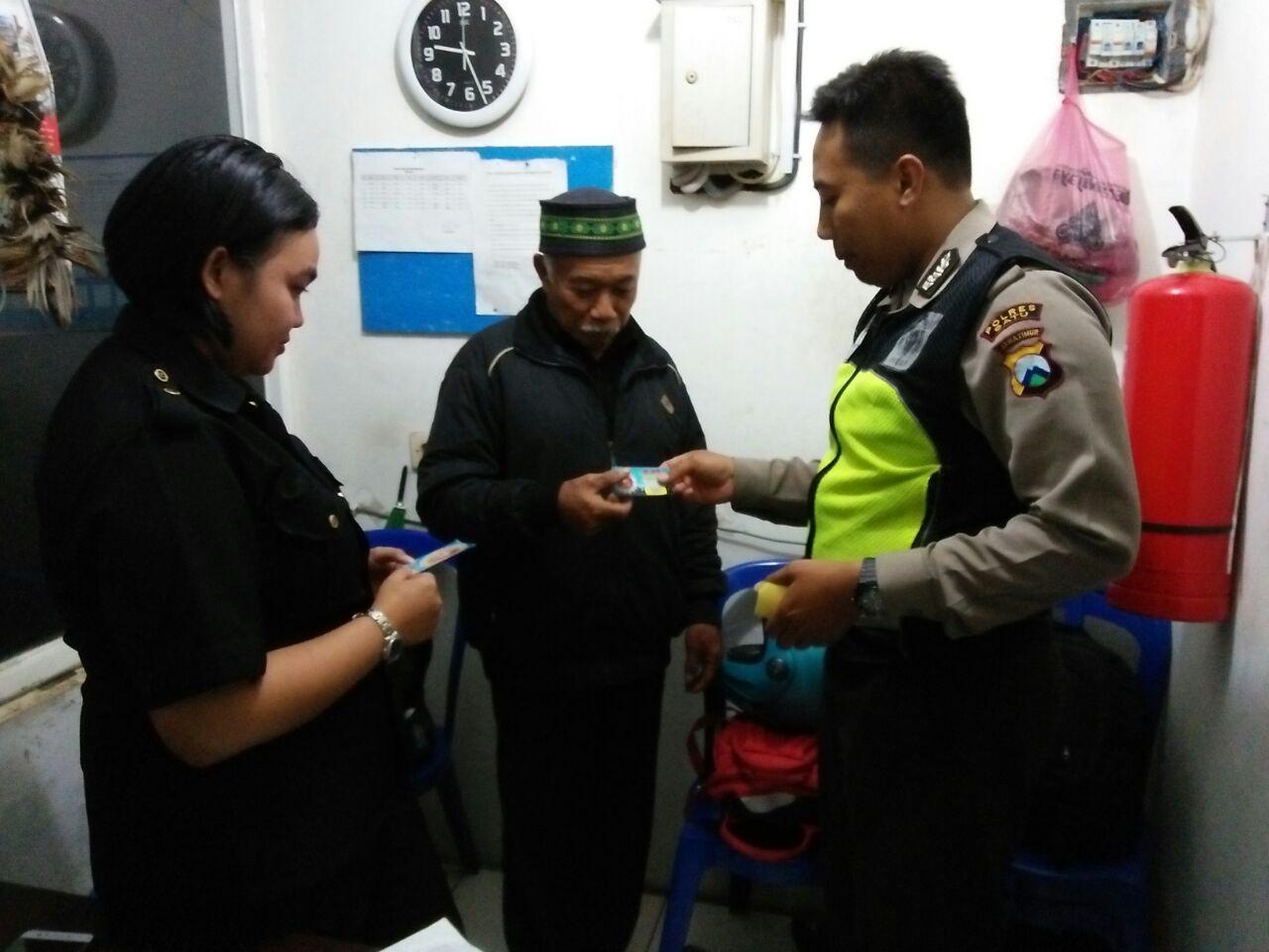 Patroli Sambang, Anggota Polsek Batu Polres Batu Kunjungan Tempat Usaha Sampaikan Pesan Kamtibmas