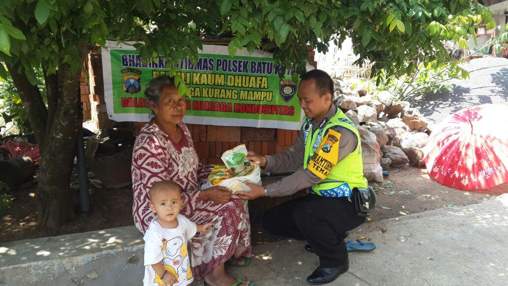 Bhabin Temas Polsek Batu Kota Polres Batu Peduli Wong Cilik Dan Warga Kurang Mampu