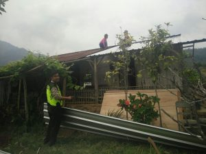 Polsek Batu Kota Polres Batu Lakukan Pemantauan Bedah Rumah Sri Rejeki